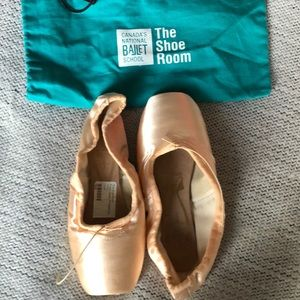 FREED OF LONDON Classic Pro Pointe shoes 5 1/2XXX